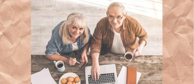 senior che fanno la spesa online